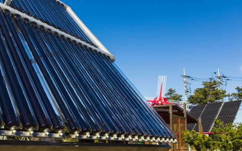 Kolektory słoneczne a panele fotowoltaiczne - Enerji porównanie
